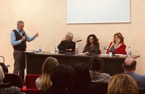 Da sx a dx: Stefano Di Battista (moderatore), Leopoldo Grosso, Anna Maria Fiorillo, Laura Pigozzi