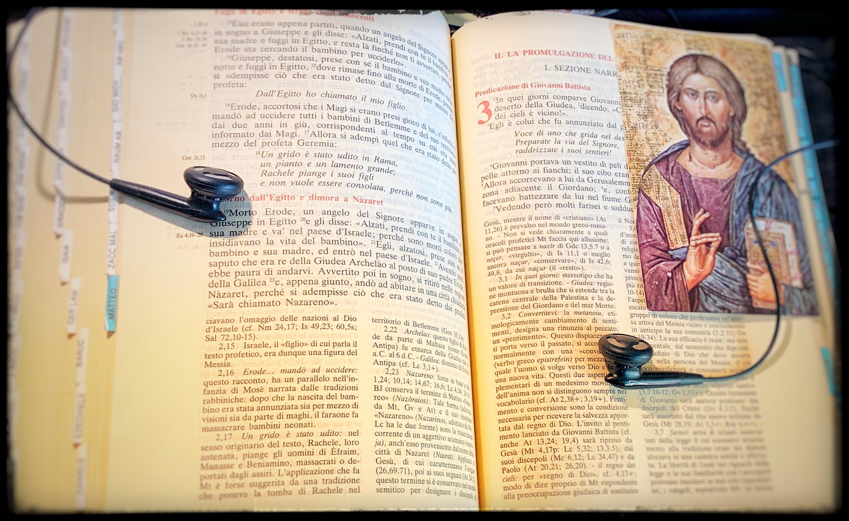 bibbia-e-cuffie-ascolto-parola-di-dio